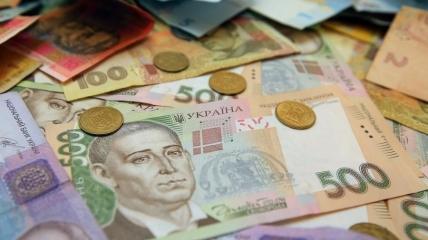 Многие экс-чиновники получают пенсию в разы превышающую среднюю по стране