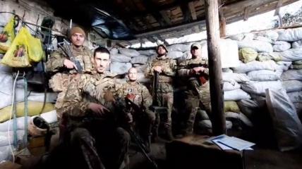 Военнослужащие пригласили политика к себе на линию огня