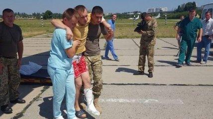 Из зоны АТО в Одессу прибыл борт с ранеными военными