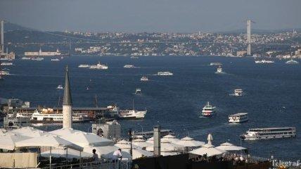 Три военных российских корабля вошли в Черное море
