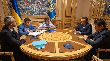 Зеленский провел экстренную встречу с детективами НАБУ и САП