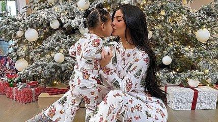 Малышка Сторми получила от звездной мамы крутой подарок на Рождество (Видео)