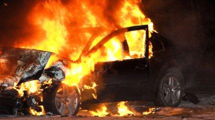 Пожар произошел в служебном автомобиле