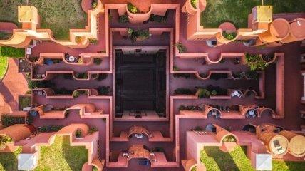 Город баланса и симметрии: Барселона с высоты птичьего полета (Фото)