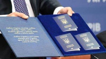 В МВД представили новые образцы биометрических паспортов