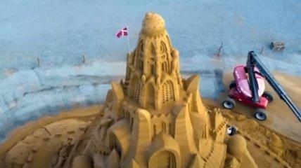 С коронавирусом на вершине - в Дании построили самый большой песчаный замок в мире (видео)