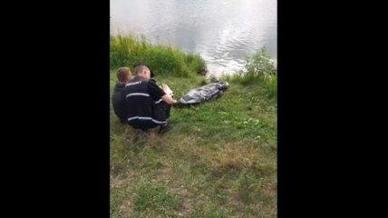 В Киеве беременная девушка утонула в озере (видео)
