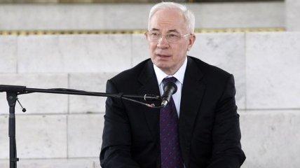 Азаров призвал бизнес инвестировать в Крым