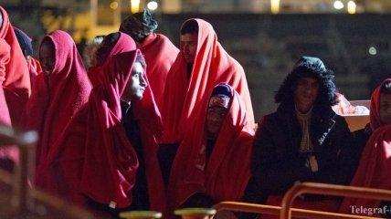 """Морская служба Испании """"выловила"""" из Средиземного моря более 500 мигрантов"""