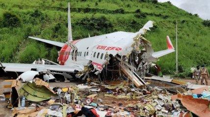 Пытались сесть под дождем: авиакатастрофа в Индии унесла жизни 18 человек (Фото, Видео)