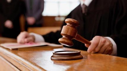 Судьи приговорили к реальному тюремному сроку мужчину, который заразил коронавирусом 8 человек