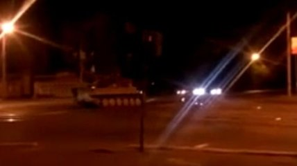Ночью по Мариуполю проехала колона бронетехники (Видео)
