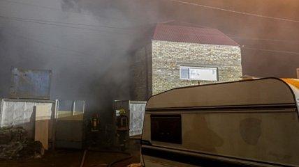 В Киеве в частном секторе горела баня: есть погибшие (фото)