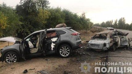 Жуткое ДТП в Запорожской области: два человека погибли в горящей машине, еще пятеро пострадали