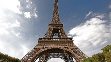 Эйфелеву башню оснастили ветрогенераторами (Видео)