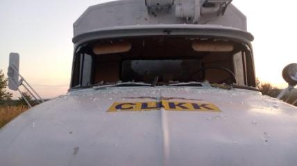 У машины множество повреждений.