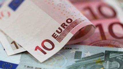 Курс валют от НБУ: гривня сдает позиции