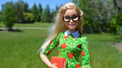 Разносторонняя личность: сколько профессий поменяла популярная кукла Барби (Фото)