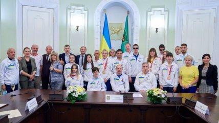 Харьковских паралимпийцев поздравили в горсовете