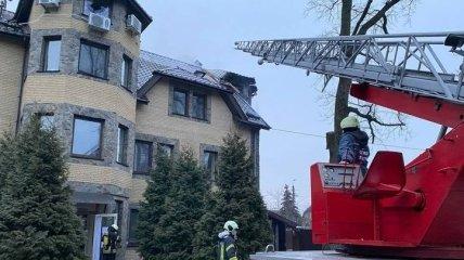 В Киеве загорелся дом престарелых, внутри здания находилось 80 человек