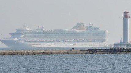 """Один из крупнейших лайнеров Британии """"AZURA"""" в Одессе (фото)"""