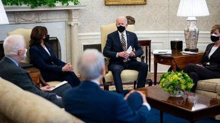 """США вместе с ЕС пошлют """"решительный сигнал"""" России: у Байдена назвали сроки новых санкций"""