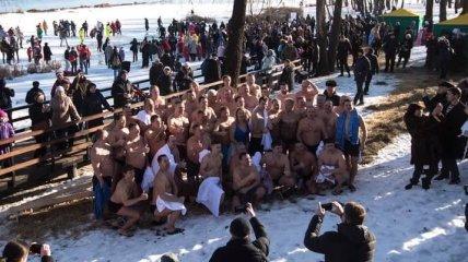 Кличко с мэрами из более 30 городов на Крещение окунулись в Днепре (Фото)
