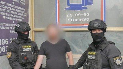 Журналистские удостоверения и COVID-справки: в Хмельницкой области разоблачили цех по изготовлению фальшивых документов