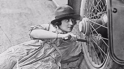 Женщины могут все: они взяли на себя работу мужчин во времена войны (Фото)