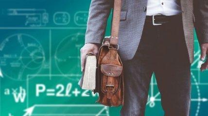 Кабмін спрямував у регіони 1,5 мільярда на виплати надбавок молодим вчителям