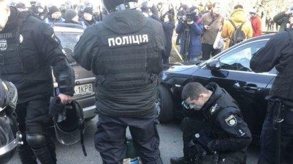 Под Радой произошли столкновения: полицейских облили зеленкой