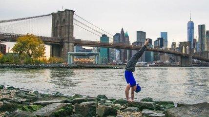 Йога на фоне знаменитых достопримечательностей (Фото)