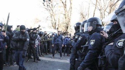 Протесты под Радой: несколько полицейских попали в больницу
