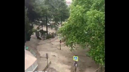 Море повсюду: Ялту эвакуируют из-за масштабного потопа