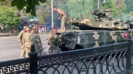 Сломанный танк на Крещатике