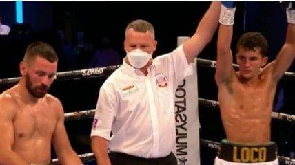 Боксер перепутал виды спорта и начал добивать соперника в стиле ММА (Видео)