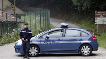 При нападении на туристов во Франции выжили два ребенка