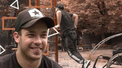 Болезнь - не помеха: в Харькове парень на коляске занимается воркаутом (видео)