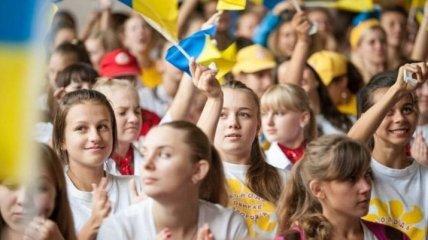 День молодежи в Украине 2020: оригинальные поздравления в стихах, открытки