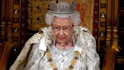 СМИ: Елизавета II может отречься от престола в свое 95-летие