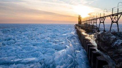 Невероятное зрелище: озеро Мичиган разбилось на миллион осколков (Фото)