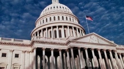 Демократы в Конгрессе США поддержали выделение $3 млрд на борьбу с пандемией