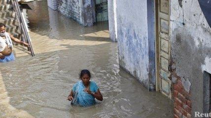 Число погибших из-за наводнения в Индии превысило 1000 человек