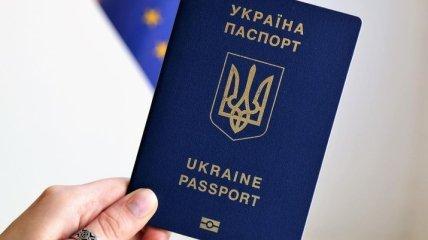Украинский паспорт за 2018 год улучшил позиции в мировом рейтинге