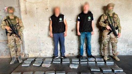 Кокаин среди бананов: в Одессе опять задержали крупную партию наркотиков (фото, видео)
