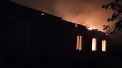 Удар молнии поджег школу в Ровенской области (фото)