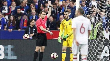 В матче Франция - Испания арбитр дважды воспользовался системой видеоповторов