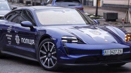 """На улицах Киева заметили """"нереальный"""" полицейский Porsche (фото)"""