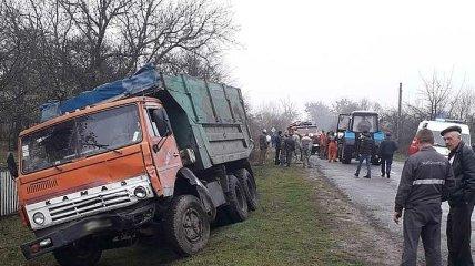 ДТП в Житомирской области: автомобиль протаранил КАМАЗ, есть жертвы