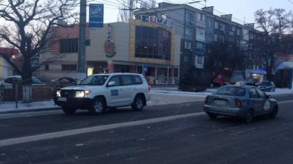 В Мариуполе автомобиль миссии ОБСЕ попал в аварию